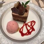 74910245 - 栗と葡萄のチョコレートシフォンケーキ 400円(税抜)