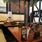 蔵乃麺 - テーブル席、小上がり席ございます広い店内です。