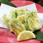 ごんぱち - クリームチーズの青しそ天ぷら