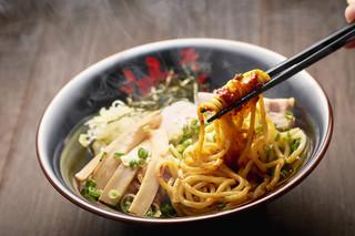 油そば 東京油組総本店 - 酢とラー油を入れて暑いうちの良く混ぜてお召し上がりください