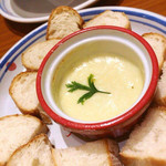 ジョリーパスタ - たっぷりソースのチーズフォンデュ ¥390
