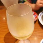 ジョリーパスタ - ハウスワイン白 デキャンタ(440ml ) ¥490