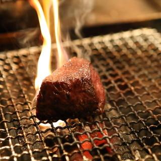 神戸牛やジビエを備長炭で香ばしく炭火焼きでいただく