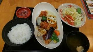 和ダイニング四六時中 - 鶏と野菜黒酢炒めセット