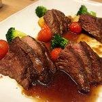 ウメ子の家 - 牛ロースのステーキ