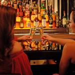 395スパイストウキョウ - バーカウンターは、深夜のお待ち合わせやバー利用にも最適です。