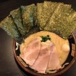 横濱家系ラーメン 神山 - 料理写真