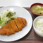 エッセン - 若鶏のかつ定食 ¥680