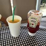 ナッティドレッド - 最初に運ばれて来たオレンヂジュースとケチャップ