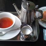ダニーハ - 紅茶(ミルク)&オレンジとチョコのケーキ。