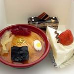 まちのくまさん - 半ラーメン¥800 ショートケーキ、オペラ