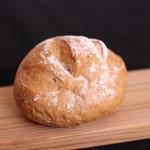 モンパン - 料理写真:ドイツ風くるみパン
