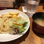 麺牛 - 味噌汁もおかわり自由。