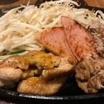 麺牛 - 肉はそれぞれ調理の仕方が別々。