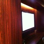 フラチ - 広ーいカラオケボックス室内