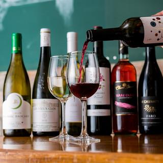 自然派ワインをはじめとするお酒の種類も豊富にご用意