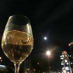 アール・リバーサイドグリル&ビアガーデン - 月に乾杯!