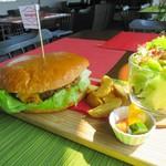 ゲストハウス ゲラゲラ - 100%ビーフハンバーガー、980円