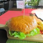 ゲストハウス ゲラゲラ - 100%ビーフハンバーガー