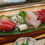 だるま寿司 - 料理写真:刺身の図