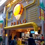 スターバックス・コーヒー - 目の前にグランドオープン準備中のパブロが。店舗正面の意匠がユニークだ