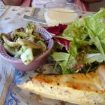 74960777 - ◆本日のランチの前菜、冷製ポタージュ付き。 サラダだけでなく「キッシュ」や「烏賊のマリネ」なども盛られています。