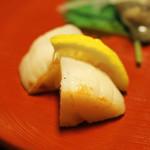 明神下 神田川 - お通し 焼き帆立貝