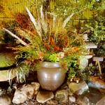 郷土料理おいどん - 庭園を望むお席からの撮影です♪(9月)