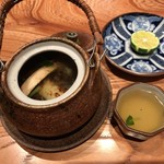 Oosakaunagigumi - 追加注文:うなぎと松茸の土瓶蒸し 1500円(税抜)