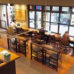 スターバックス・コーヒー - 店内風景(1階)。