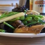 張記小籠包 - 空心菜のガーリック炒め 横から