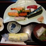 千舟鮨 - 料理写真:◆上にぎり御膳(2000円)・・握りに「小鉢」「お吸い物」がつきます。