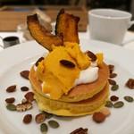ジェイエス パンケーキ カフェ - 黄金かぼちゃプリンのパンケーキ
