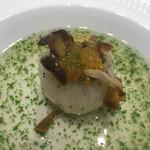 蓮双庭 - 機械根さざえとカブ       金華ハムとパクチーのスープ餡