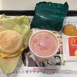 マクドナルド - ハッピーセット(エッグマックマフィンとハッシユポテト、野菜生活とオモチャ)