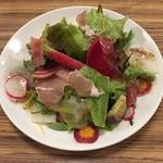 74974552 - 10種の野菜と生ハムの彩りサラダ