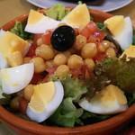 ウン・ベシート - ガルバンソ豆と卵のサラダ