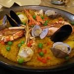 ウン・ベシート - 魚介いっぱいのサフラン風味パエジャ