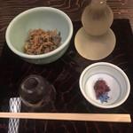 室町砂場 - アサリの生姜煮と手前は梅くらげ