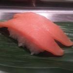 魚がし日本一 - サーモン 1貫100円+税