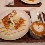 フランフランカフェ - ワッフル&カプチーノ