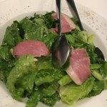 ピッツェリア バール ナポリ - 鴨のスモークのシーザーサラダ880円