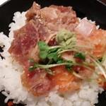 74989284 - (小)海鮮ばくだん丼と半蕎麦セット