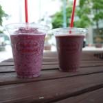 フルーツデリ にしむら - ドリンク写真:ぶどうスムージー&アサイーmixフルーツスムージー