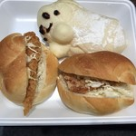阪急ベーカリー香房 - 料理写真:フィッシュバーガー、和風チキンバーガー、おばけのクリームパン ※各108円(税込)