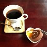猫ちぐら  - プラス100円で、コーヒーとプチ・デザート