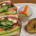 74991941 - ローストビーフとポーチドエッグのサンドイッチ②