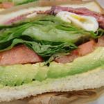 74991942 - ローストビーフとポーチドエッグのサンドイッチ③
