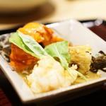 御幸町 田がわ - 伊勢海老、水菜、焼き茄子、海老酢ジュレ、ルッコラ、フィンガーライム