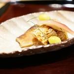 御幸町 田がわ - ウオゼの山椒焼き、酢取り茗荷、骨の唐揚げ、銀杏